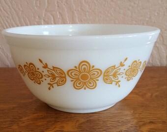1.5 Quart Pyrex Nesting Bowl in Butterfly Gold - Medium Size Mixing Bowl - Oak Hill Vintage