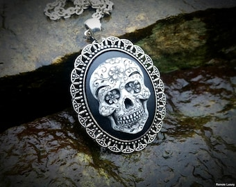 Sugar Skull Cameo necklace, Day of the Dead skeleton, Frida Kahlo mexican jewelry, Steampunk Victorian Gothic momento mori statement pendant