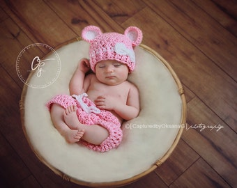 Newborn Hat and Shorts Outfit, Baby Girl Set, Baby Girl Bear Hat, Bubble Gum Pink Hat, White Bow, Baby Shorts. Baby Photo Props. Baby Outfit
