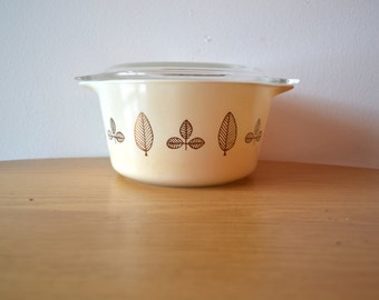 Pyrex Leaf Twin Covered Casserole No. 473