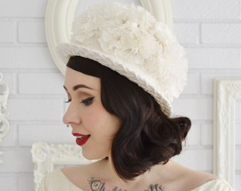 Vintage 1960s Cream Raffia Hat with Fabric Flowers and Ribbon Bow
