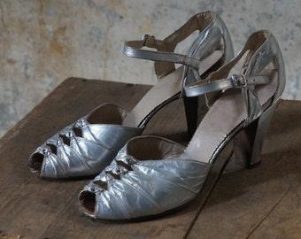 1940s heels/ 40s metallic silver leather peep toes