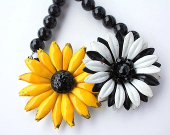 Daisy Necklace, Daisy Jewelry, Statement Necklace, Flower Necklace, Flower Jewelry, Black White Necklace, Yellow Daisy, Mod Necklace,Collage