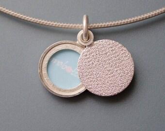 Minimalist modern locket, small sterling silver picture locket, design structure, diameter 14mm