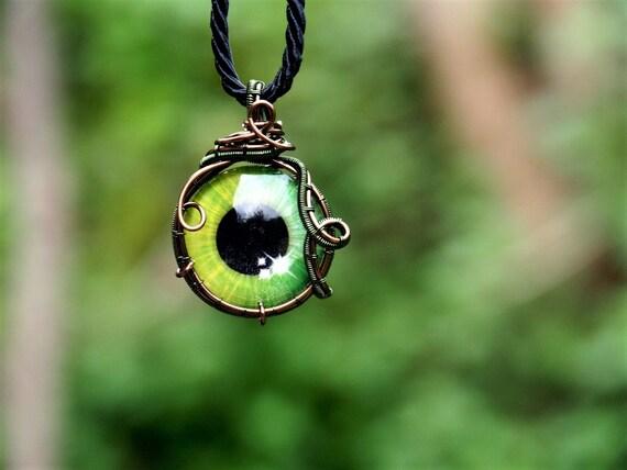 Green eye pendant