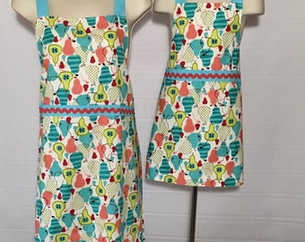 Mother/Daughter Apron Set - Pretty Pears