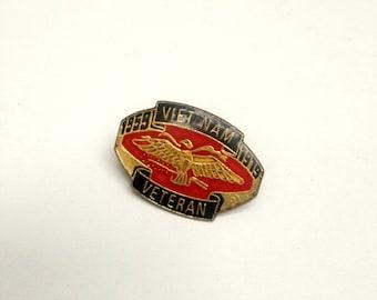 Vintage enamel pin badge USA Vietnam Veteran vet United States 59 - 79