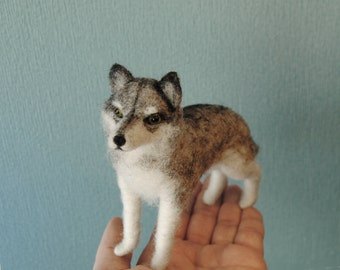 Needle Felted Wolf, Handmade Animal Sculpture, Collectible Wolf Figurine, Grey Wolf - READY TO SHIP