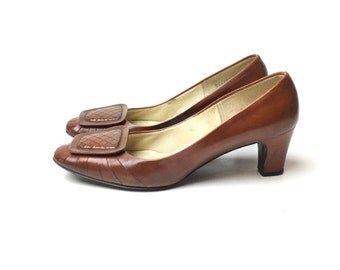 6 1960s shoes brown pumps 60s shoes low heel shoes  brown  shoe 65 vintage shoes tan shoe vintage shoes, leather  pumps, women's shoes