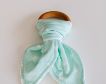 Natural Wood Teething Ring | Mint with White Triangle