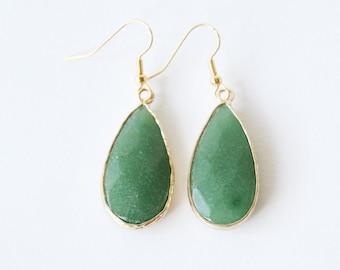 Green aventurine earrings, Gold drop crystal earrings, Green aventurine jewelry, Facted crystal droplet earrings, Natrual quartz earrings