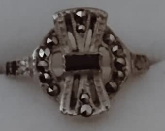 Vintage sterling silver marcasite and onyx ring