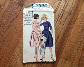 Vintage Vogue 5259 Sewing Pattern - 1961 One Piece Dress Gathered Skirt - 34 Bust