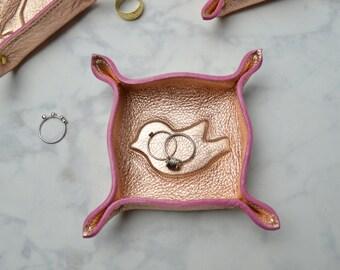 petite leather bird trinket tray / catch all / ring bowl / dresser organizer / valet tray / jewelry bowl / valentine / valentines gift