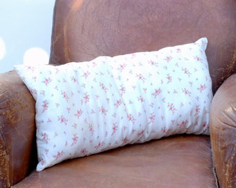 Coussin en tissu ancien à petites fleurs roses Frenchvintagecharm pillow, coussin beige à fleurs