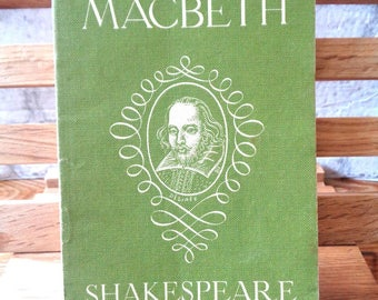 Vintage book Macbeth William Shakespeare play 1943 book the Bard Stratford Upon Avon The Globe green soft back 370
