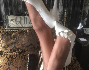 Beautiful Vintage Style 1950s White Wedding Pumps with Ivory Ribbon and Jewel Detail