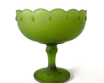 Vintage Green Frosted Glass Compote. Satin Glass. Pantone Greenery. Indiana Glass. Garland Pattern. Centerpiece. Fruit Bowl. 1960's [16]