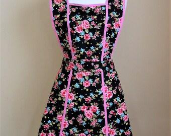 Retro Apron/1940s Style Apron/ Vintage Style Apron/Apron/Womens Apron/Black Apron/Floral Apron/ Cotton Apron/ Womens Apron/Panelled Apron