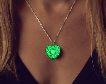 Green Glowing Necklace - Best Friend - Emerald Green - Anniversary Gift - Unique Gift - Gift - Glowing Heart Necklace - Glow Necklace