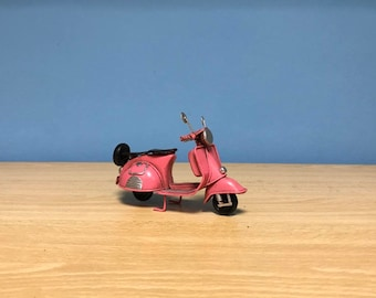 Vintage pink scooter vespa miniature,Handmade decorative collectible,Dollhouse miniature,Toy scooter vespa,Miniature vespa,Pink vespa