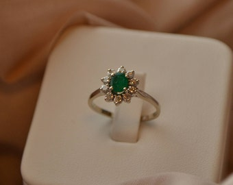 Gorgeous classic vintage 14K white gold Diamond and Emerald cluster ring