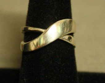 Vintage Sterling Silver Crisscross Ring In Size 7 - 36516DA07