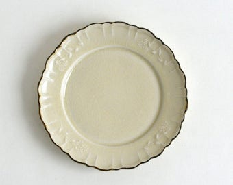 Margaret relief plate 7 inch (ivory), Made to Order in 2 months ; Shintaro Abe (16005904M-6Y)