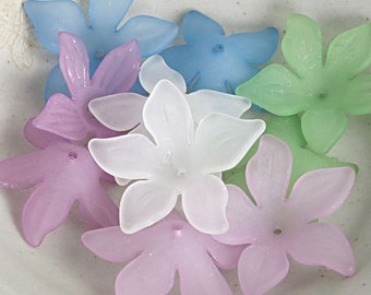 10 Lucite Flower Beads Mix of 5 Colors of 26mm Daffodil Beads - Purple Flowers Blue Beads Green Flowers White Beads - Matte Frosted Flowers