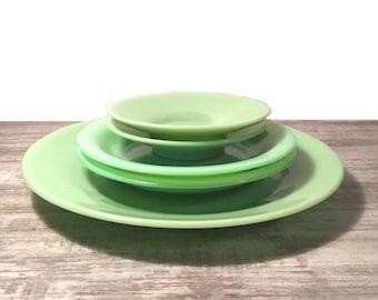 vintage jadeite plate lot mint green dishware jadite dinner plate small saucers