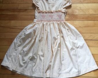 Vintage 1980s Girls Peach Smocked Dress! Size 5-6