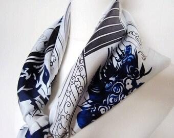 Vintage 100% silk twill scarf runway print. 90x90cm.