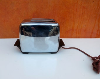 Vintage 1950s 1960s Retro Modern Silver Chrome Toastmaster Toaster. Works. Super Deluxe Automatic Pop up retro modern kitchen appliance