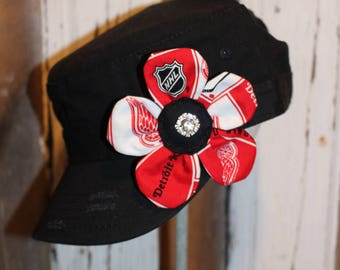 Detroit Red Wings hockey flower pin clip.  Hat or hair accessory