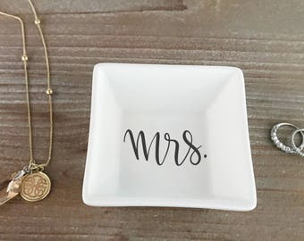 Mrs Ring Dish | Personalized Engagement Ring Dish | Bridal Shower Gift | Ring Holder | Engagement Gift | Engagement Ring Holder