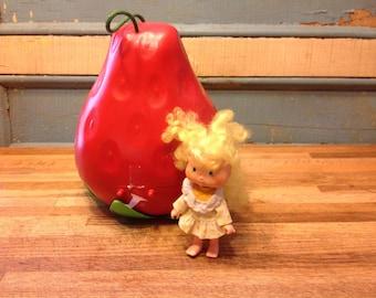 Vintage Strawberry to store dolls fraisinette