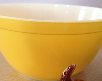 Vintage Pyrex Bowl Yellow only Mid-Century Pyrex Medium Yellow 402 1.5 QT Pyrex Nesting Bowls Great Condition! Vintage Pyrex