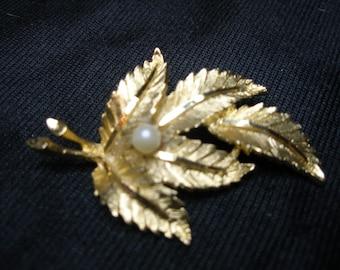 Vintage BSK Leaf Brooch(650)