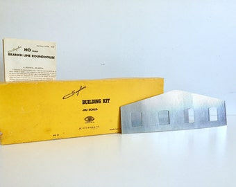 Vintage 50's Roundhouse model SUYDAM & CO Building kit no8, HO Scale 3 stall Branch line, corrugated metal, made in California, mock-up