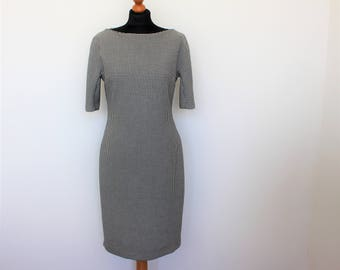 60's houndstooth shift dress. 1960 black & white dress. Short sleeves Bodycon Jersey dress Roundneck Pencil Dress  Stretchy   Medium