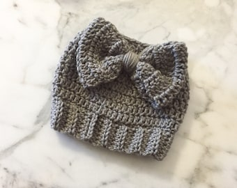 Messy bun hat, bun hat with bow, ponytail hat, crochet bun hat, crochet messy bun hat, crochet bun hat with bow, women's Christmas gift