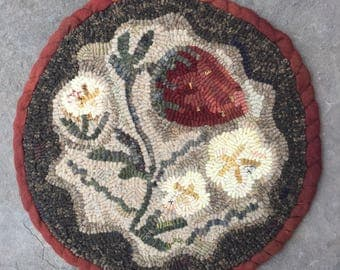 Strawberry Patch. Hooked rug PATTERN on LINEN from Winter Cottage.