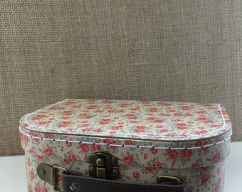 Vintage Style Ditsy Flower Print Suitcase