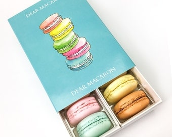 12 FRENCH MACARONS / MACAROONS in signature box