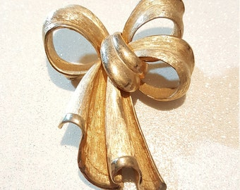 Vintage Goldtone Bow Pin Brooch Signed Pastelli
