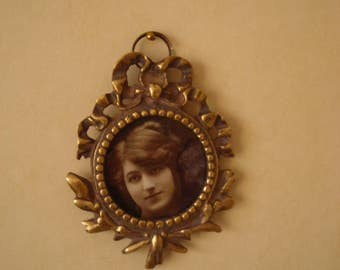 Victorian Photo Frame, Brass photo Frame, Photo Frame from a Victorian Era