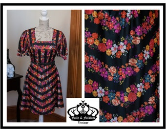 ON SALE - 60s/70s Black & Floral Print 'Narrowboat Art' Shift Dress, Size M
