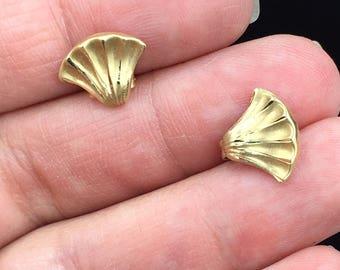 14k Yellow Gold Fan Studs Earrings.