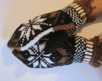 Friendly to Skin and Comfortable Nordic High quality Estonia wool yarn Mittens Brown White Black Mittens with Scandinavian snowflake
