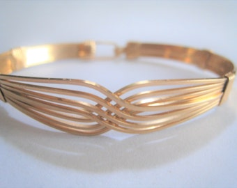 Gold Tone Wire Bracelet